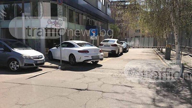 Мара Отварачката показа с паркирането си, че чалгата не е просто музика СНИМКИ