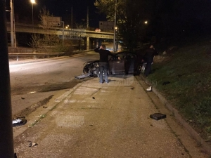 Пиян шофьор катастрофира в Пловдив след любовна драма СНИМКИ
