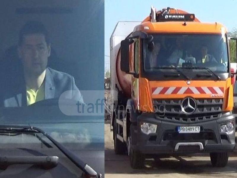 Кметът Тотев подкара камион за смет ВИДЕО