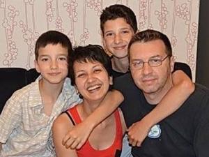 Жената с най-заразителната усмивка се бори за живота си! В България отказват операция! СНИМКИ