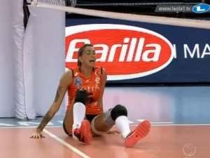 Волейболистка, направила фурор в Пловдив, с ужасяваща контузия ВИДЕО 18+