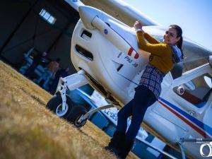 Студентка от Техническия има 16 свидетелства за МПС, управлява и самолет