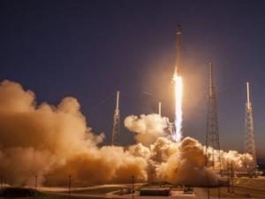 Шефът на Amazon налива милиарди в построяването на космическа ракета