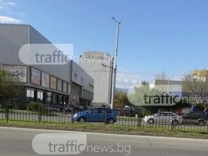Пловдивски айляк паркира насред булевард, за да… напазарува СНИМКИ