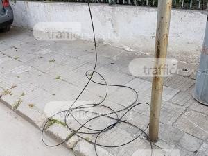 Паднали кабели на 50 метра от детски център втрещиха пловдивски майки СНИМКИ