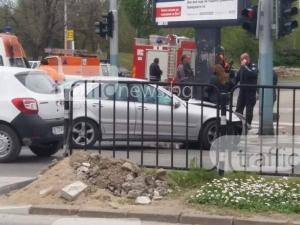Тежка катастрофа на Коматевско! Мерцедес изхвърли пежо на тротоара СНИМКИ+ВИДЕО