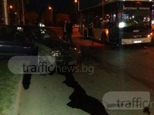 Тежка катастрофа срещу Рибарника! Автобус помля рено СНИМКИ