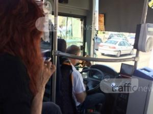 Кондукторка и шофьор на автобус №36 се захласнаха във Фейсбук, забравиха за пътниците СНИМКИ