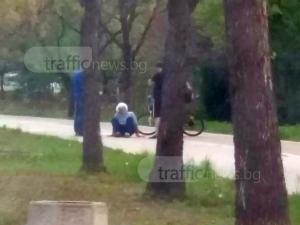 Пловдивчани слязоха от колите си, за да помогнат на припаднал старец ВИДЕО