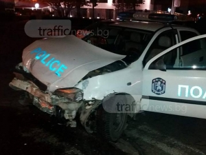 Очевидка разкри кой е виновен за инцидента с потрошена патрулка в Пловдив СНИМКИ