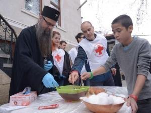 Деца боядисваха великденски яйца с дядо Николай