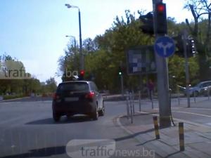 За какво са правилата? Светофарът за този шофьор в Пловдив не важи ВИДЕО