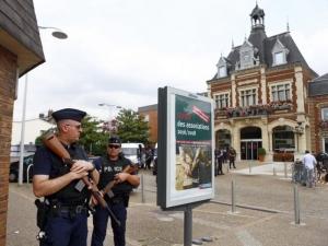 Заради страх от терор: Полиция кръжи около църкви в цяла Европа