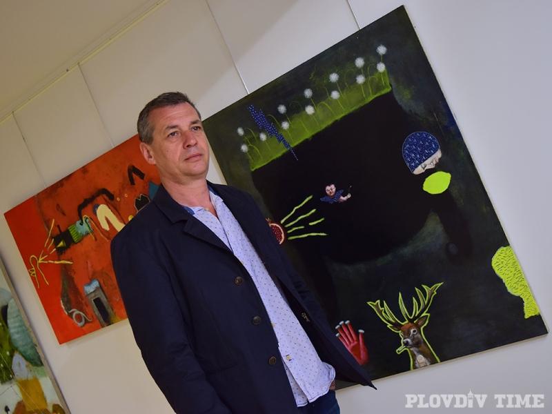 Атанас Хранов  събира серафими, пушещи зайци, елен и рис в новата си изложба