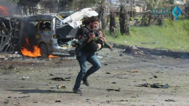 Фотограф изхвърли техниката си, за да спаси дете в Сирия