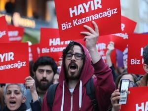 "Протестите в Турция не спират, в Истанбул крещят ""Ердоган – убиец"""
