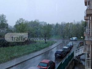 Априлски сняг заваля в София СНИМКИ