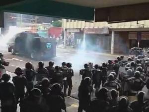 Кървав протест във Венецуела, двама души са били застреляни