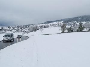 Зимата се върна в Австрия, сняг парализира движението