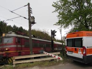 Смърт на жп релсите! Влак блъсна мъж, докато се разхожда СНИМКИ
