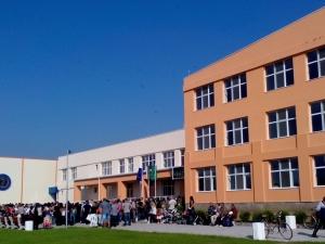 Осем нови такси за детските градини и училищата въвежда МОН