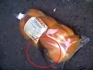 Жена си купи козунак с... жива мишка ВИДЕО