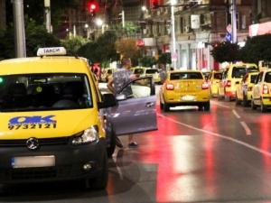 Таксиджии пропищяха от паркирали наглеци на стоянките им