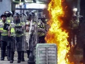 Ужасът в Каракас продължава! 12 души загинаха