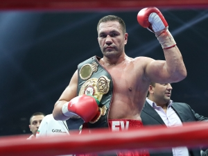 Боксов шеф към Кличко и Джошуа: Бой с Кобрата или ви вземаме пояса
