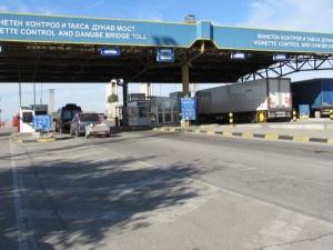 Спрян е престъпен канал за мигранти през Дунав мост, замесен бил и полицай