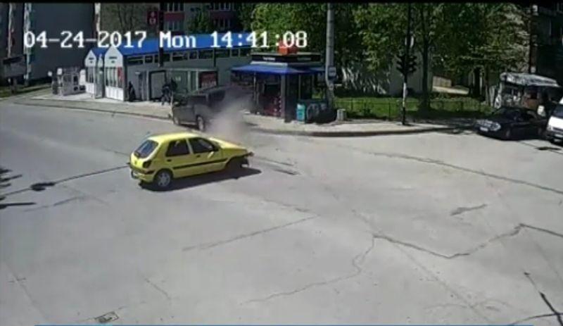Ще бъде ли наказана шофьорката, блъснала двама ученици на тротоар? ВИДЕО