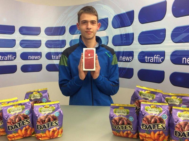 Ученик от Пловдив си направи селфи и грабна червен айфон 7 - ето как ВИДЕО