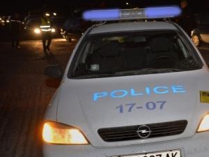 20-годишен нападна полицай! Преди това се сбил с баща си