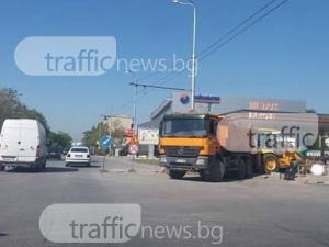Жестока тапа на основен булевард в Пловдив! Ремонт затвори две от трите ленти СНИМКИ