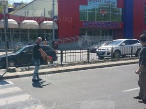 """Бул. """"6 септември"""" е затворен, разпитват свидетеля на катастрофата с убитата пешеходка СНИМКИ"""