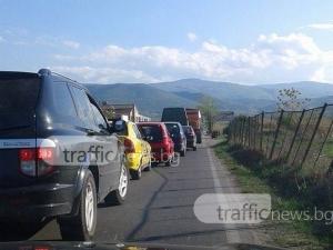 Пловдив тотално се затапи! Колона от коли се точи чак до Овощарския СНИМКИ+ВИДЕО