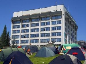 Протестиращи блокираха Общинския съвет в Стара Загора