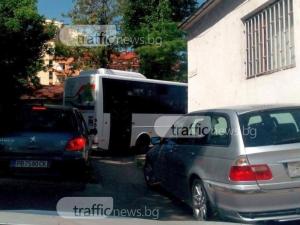 Шофьор на автобус се изнерви от трафика в Пловдив, смени маршрута СНИМКИ