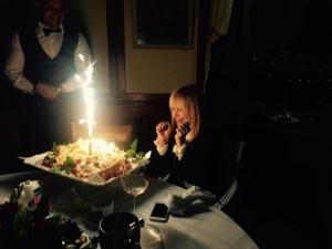 Черна роза получи Лили Иванова за рождения си ден... Това я разплака
