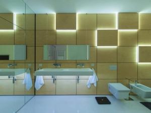 Пълен релакс в банята с LED осветление СНИМКИ