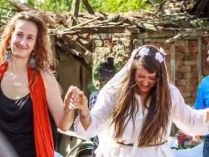 Село празнува за първи път сватба от 40 години ВИДЕО