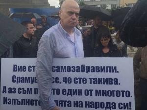 Защо протестът на Слави е обречен на успех