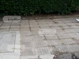 Разбита отводнителна шахта зее в квартал Каменица, плаши пешеходци СНИМКА