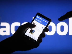 Хиляди модератори ще дебнат за насилие във Фейсбук
