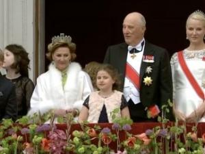 11-годишният принц на Норвегия показа как се нарушава кралски протокол ВИДЕО