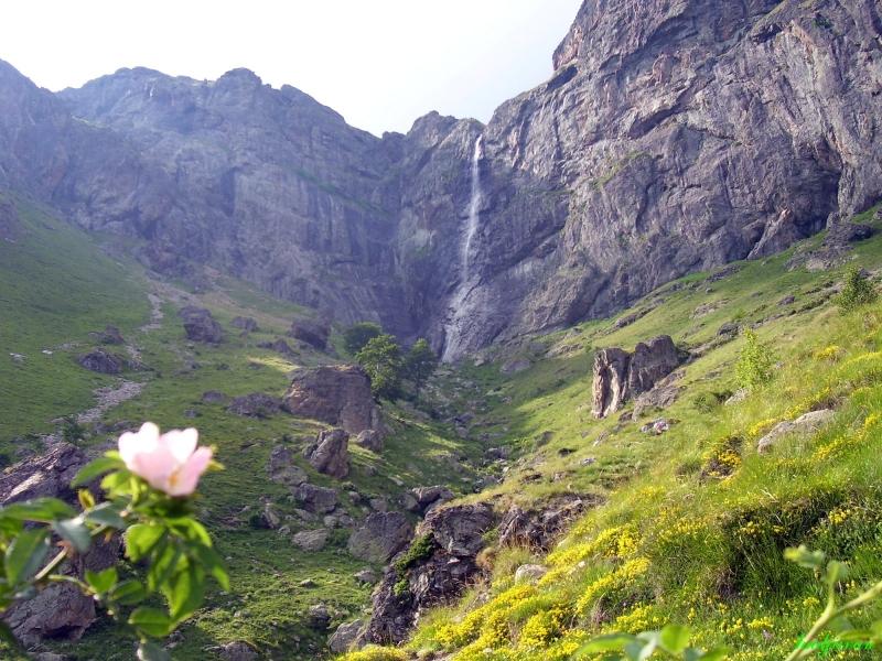 Най-високият водопад на Балканите се намира само на 1 час от Пловдив ВИДЕО и СНИМКИ