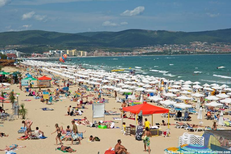 Чадърите и шезлонгите по Черноморието – от 36 стотинки до 8 лева