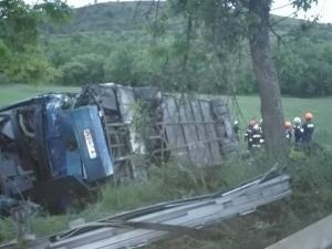 Катастрофа между камион и четири коли, един от шофьорите е откаран в болница