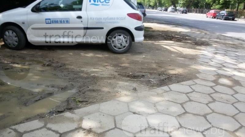 Колите в Тракия потъват в калища, хората искат паркинг СНИМКИ