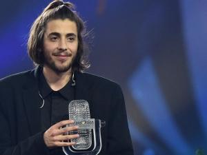 """Победителят от конкурса """"Евровизия"""" чака трансплантация на сърце"""